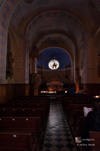 Rennes-le-Château, église, vue vers l\'autel