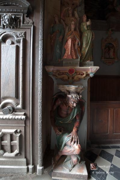 Asmodé, supportant le bénitier dans l'église de Rennes le Château